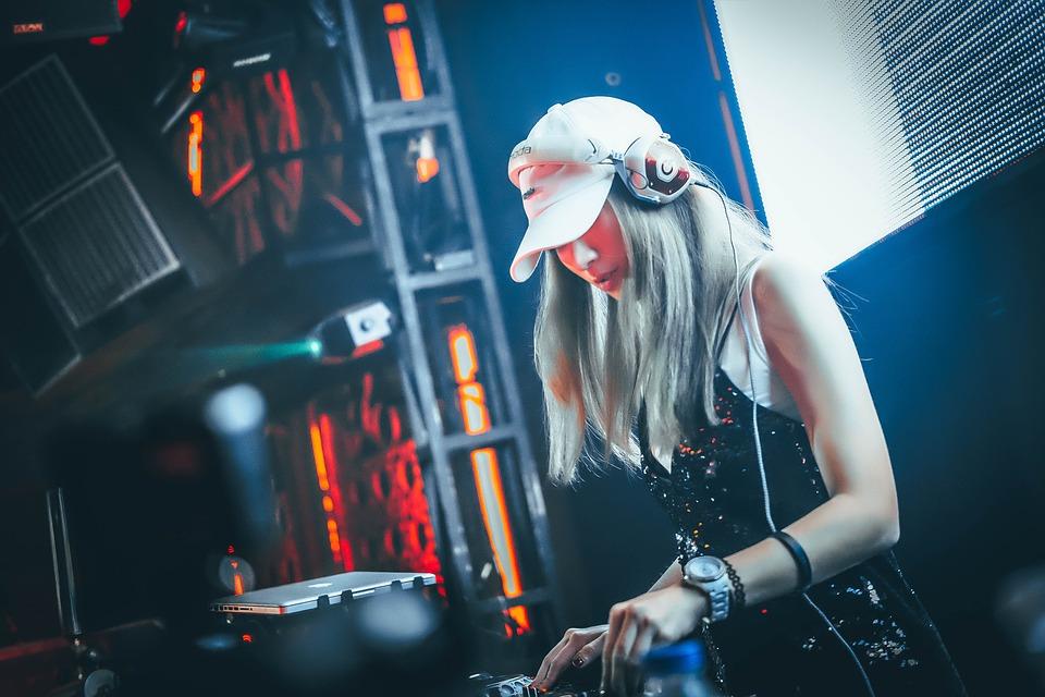 pige DJ