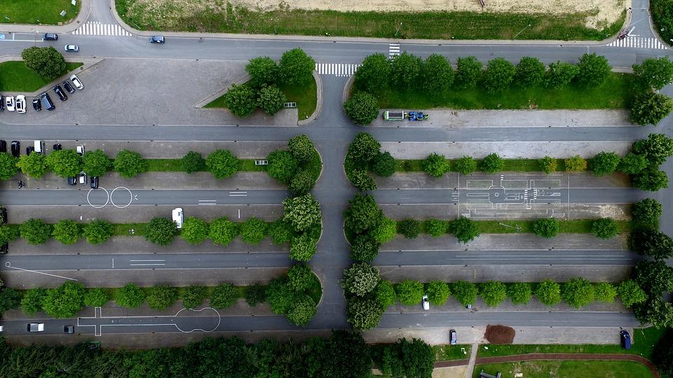 grøn parkeringsplads