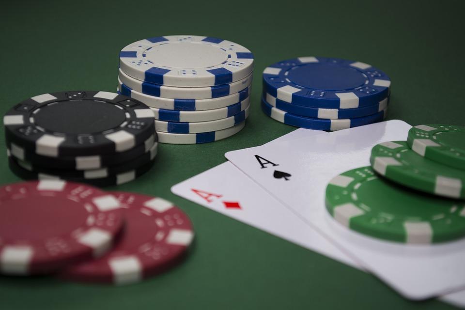 pokerchips og to esser