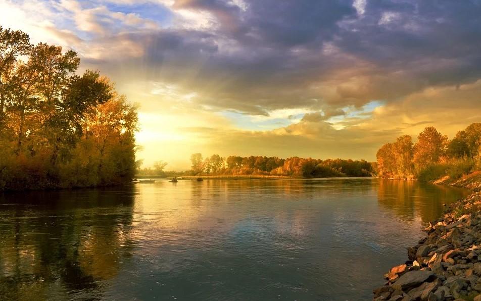 solnedgang over sø